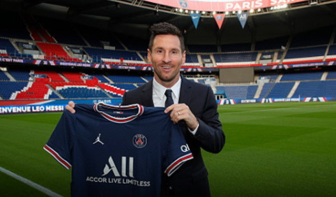 PSG have announced Messi on a free transfer